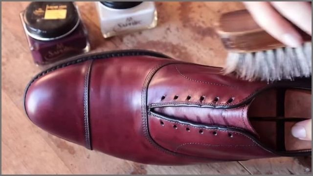 how to clean leather shoes