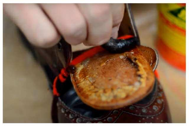 Paste the lining of the shoe with the help of glue